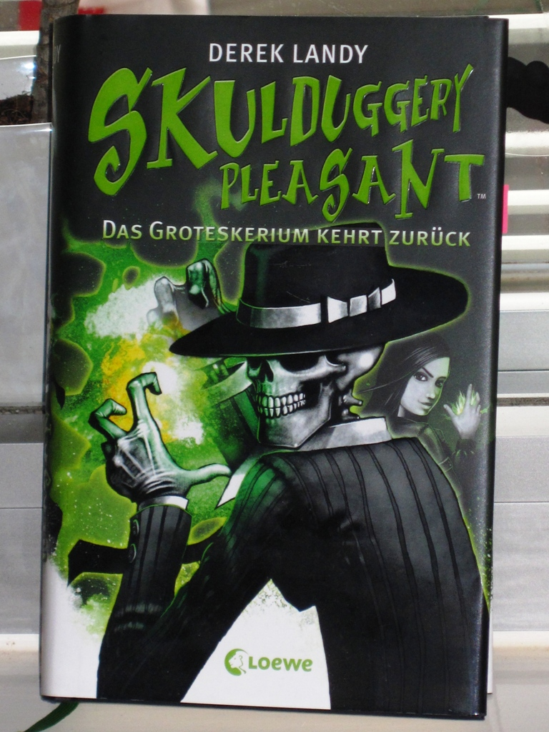 Rezension : Derek Landy – Skulduggery Pleasant 2