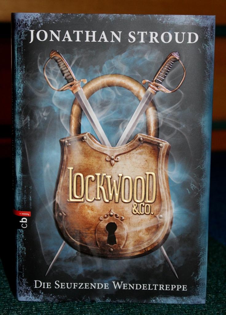 Rezension : Jonathan Stroud – Lockwood&Co 01 – Die seufzende Wendeltreppe