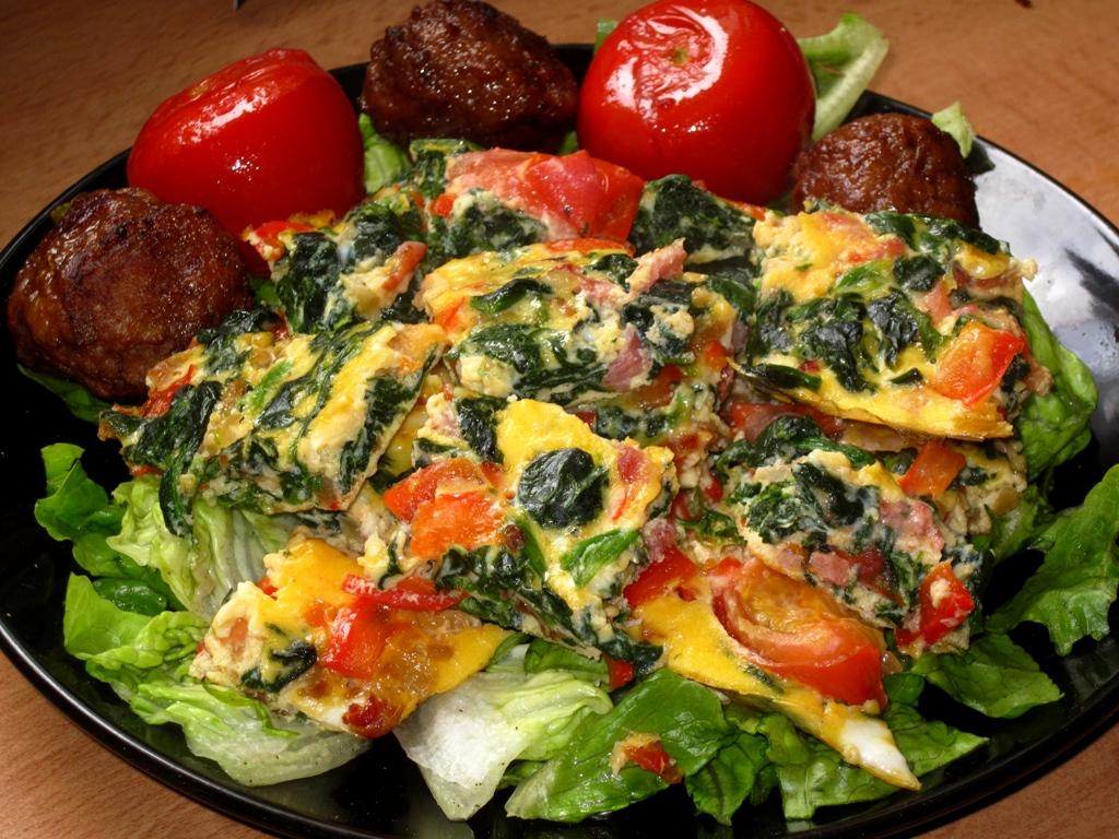 [ Rezept ] Omelettwürfel mit Paprika und Tomate
